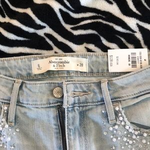 **Brand New** Size 6 Abercrombie Jeans